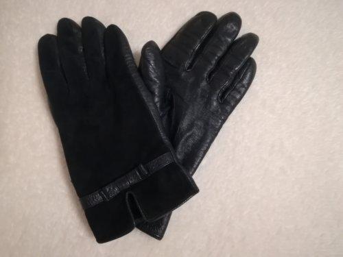 ネイビーの革の手袋