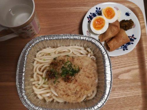 恩地の天ぷらうどん、いなり寿司