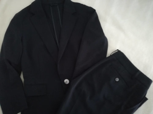 ネイビーのスーツ