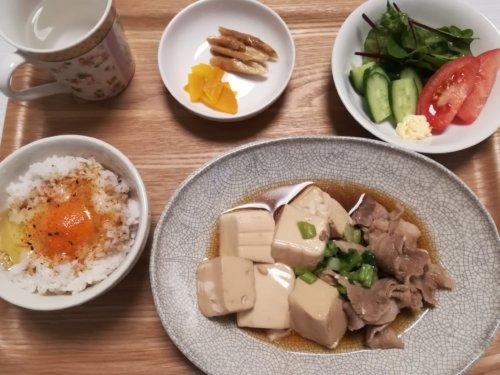 肉豆腐、卵かけごはん