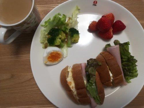 黒糖ロールのサンドイッチ