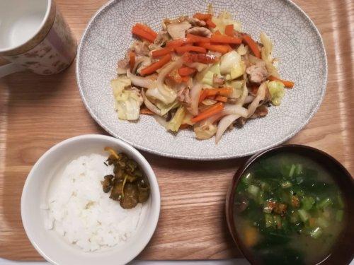 野菜炒め、味噌汁