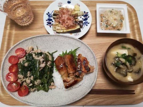 照り焼き丼、空芯菜炒め、納豆