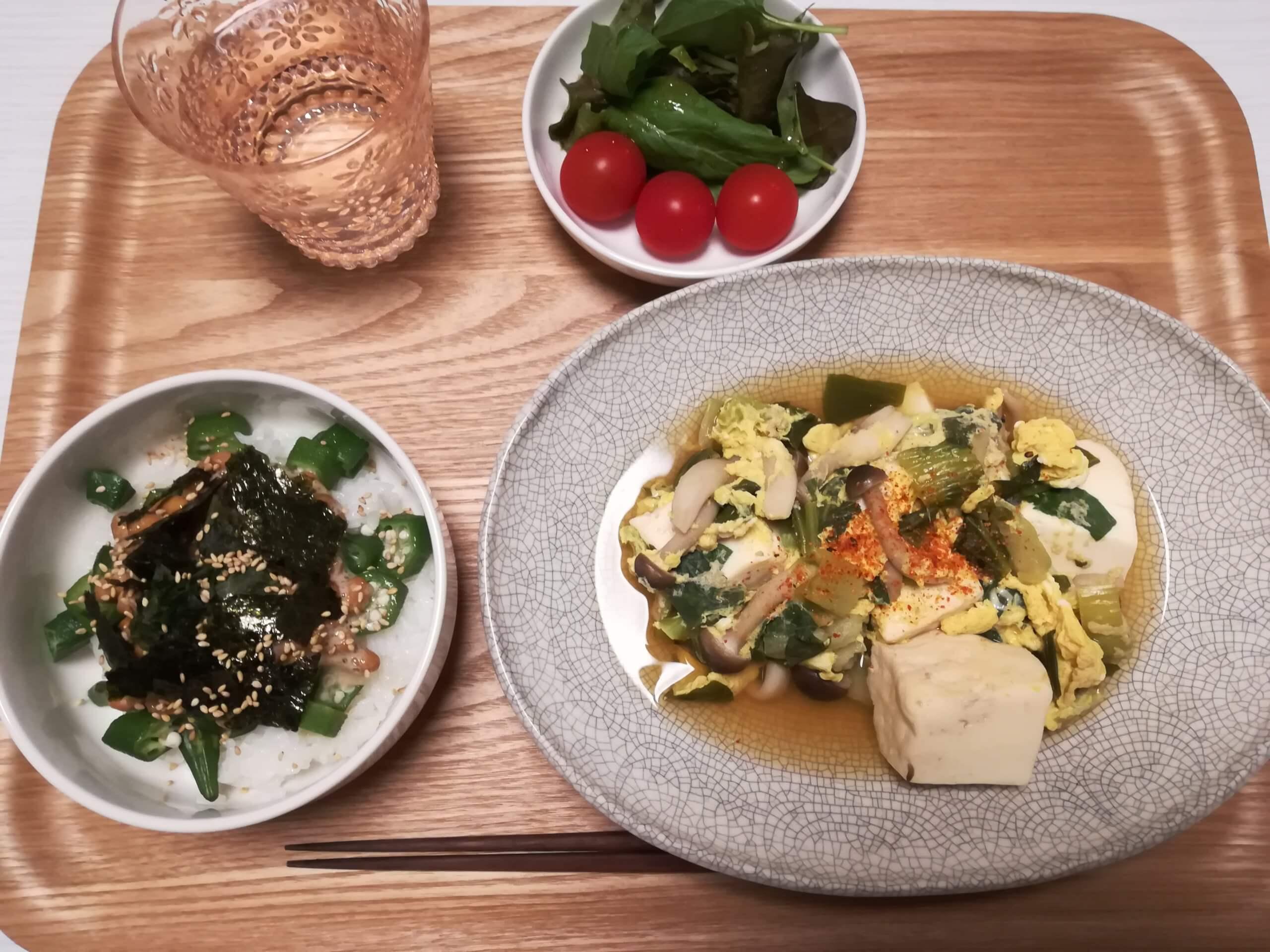 ねばねば丼、豆腐の煮物、プチトマト