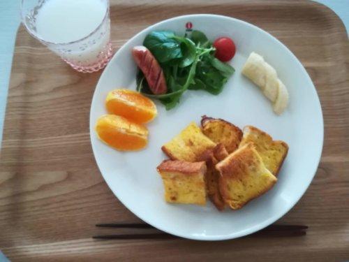 フレンチトースト、バナナ、オレンジ