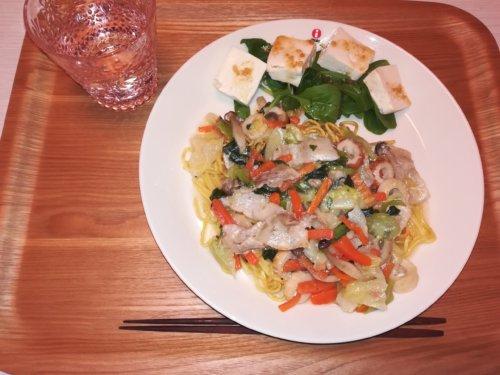 あんかけ焼きそば、豆腐サラダ