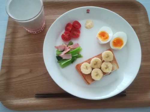 バナナトースト、ゆで卵、プチトマト