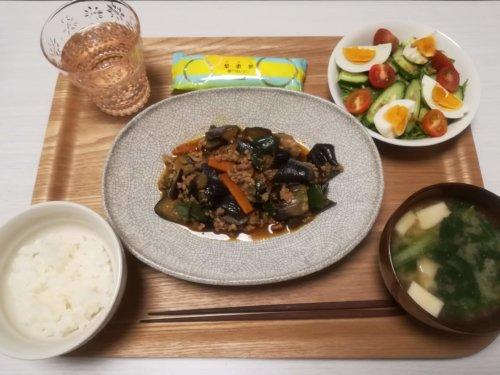 麻婆茄子、サラダ、味噌汁