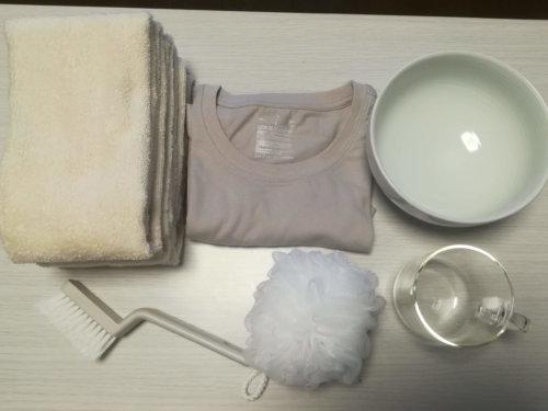 無印のタオル、Tシャツ、どんぶりボウル、泡立てボール、タイル目地ブラシ、耐熱ガラスマグカップ
