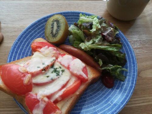 トマトのせトースト