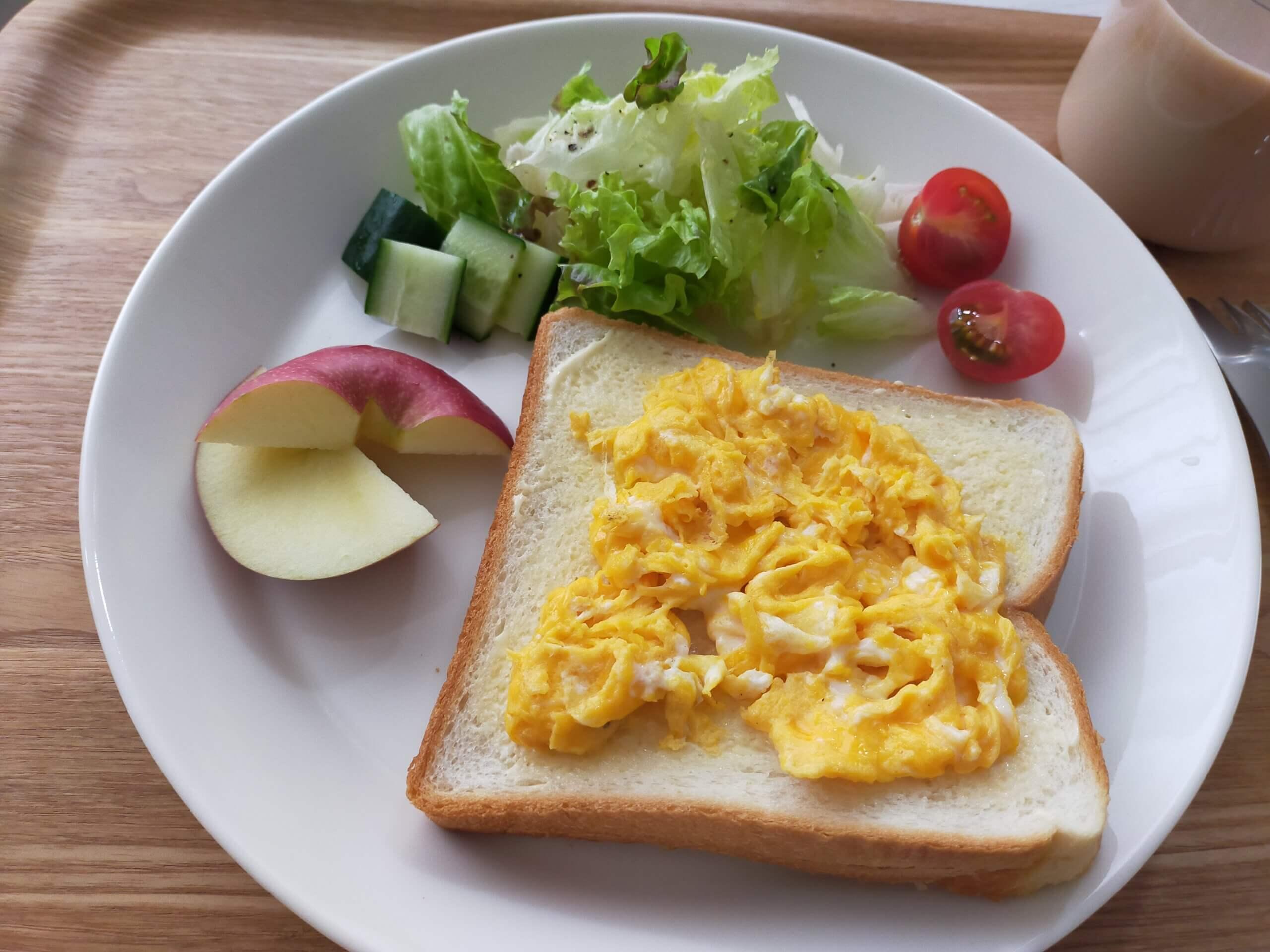 イオンの「やわらか仕込み」食パンでスクランブルエッグのせパン/おでん2日目