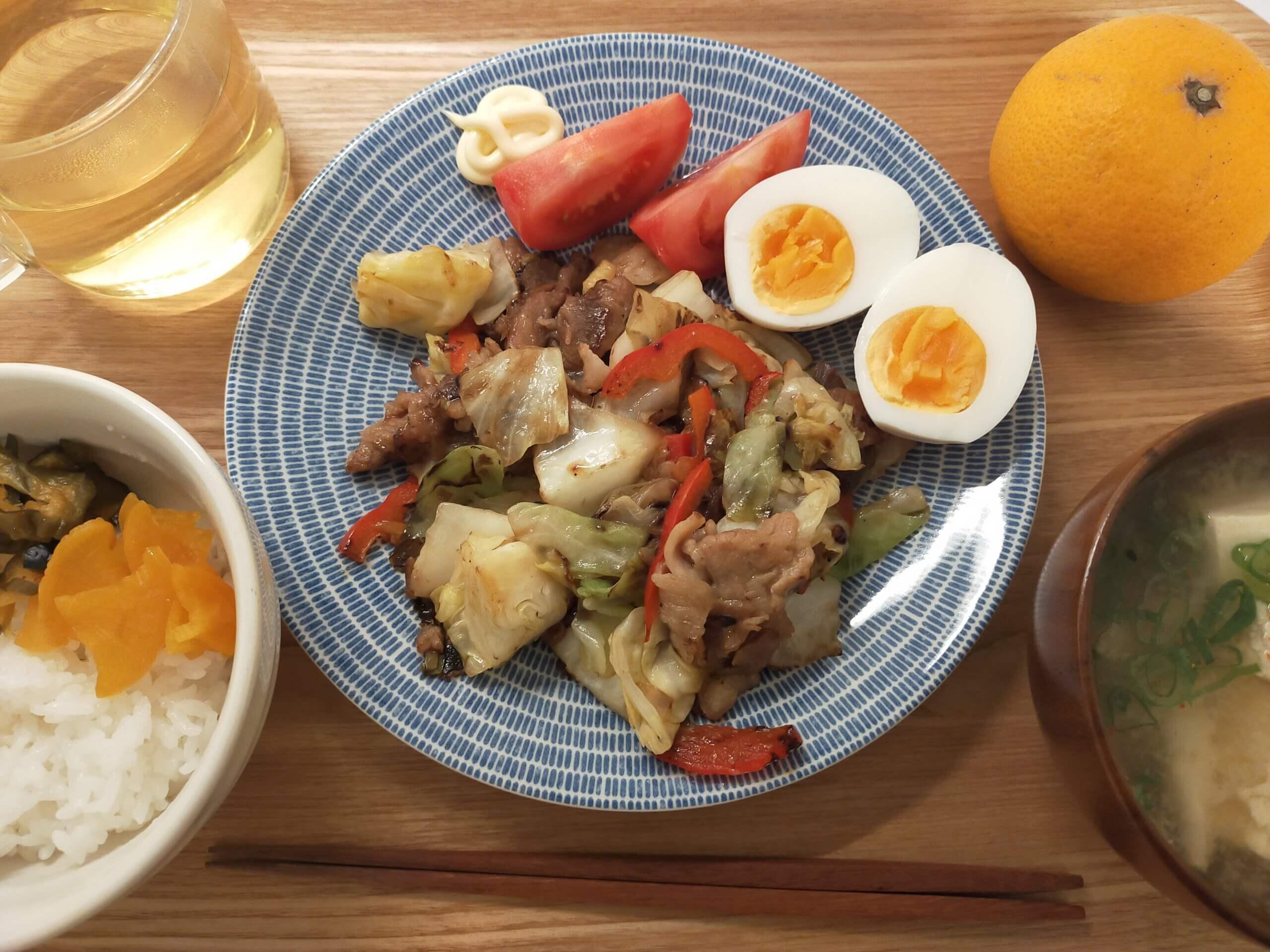 目覚まし代わりのおいしい食パン/キャベツと豚肉の炒めもの