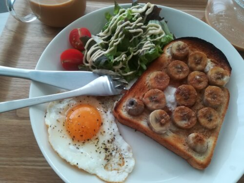 一人暮らしの朝ごはんプレート バナナトースト