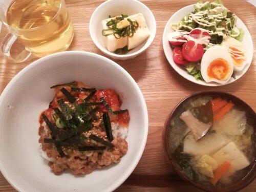 ひとり暮らしの夜ごはん 納豆キムチ丼