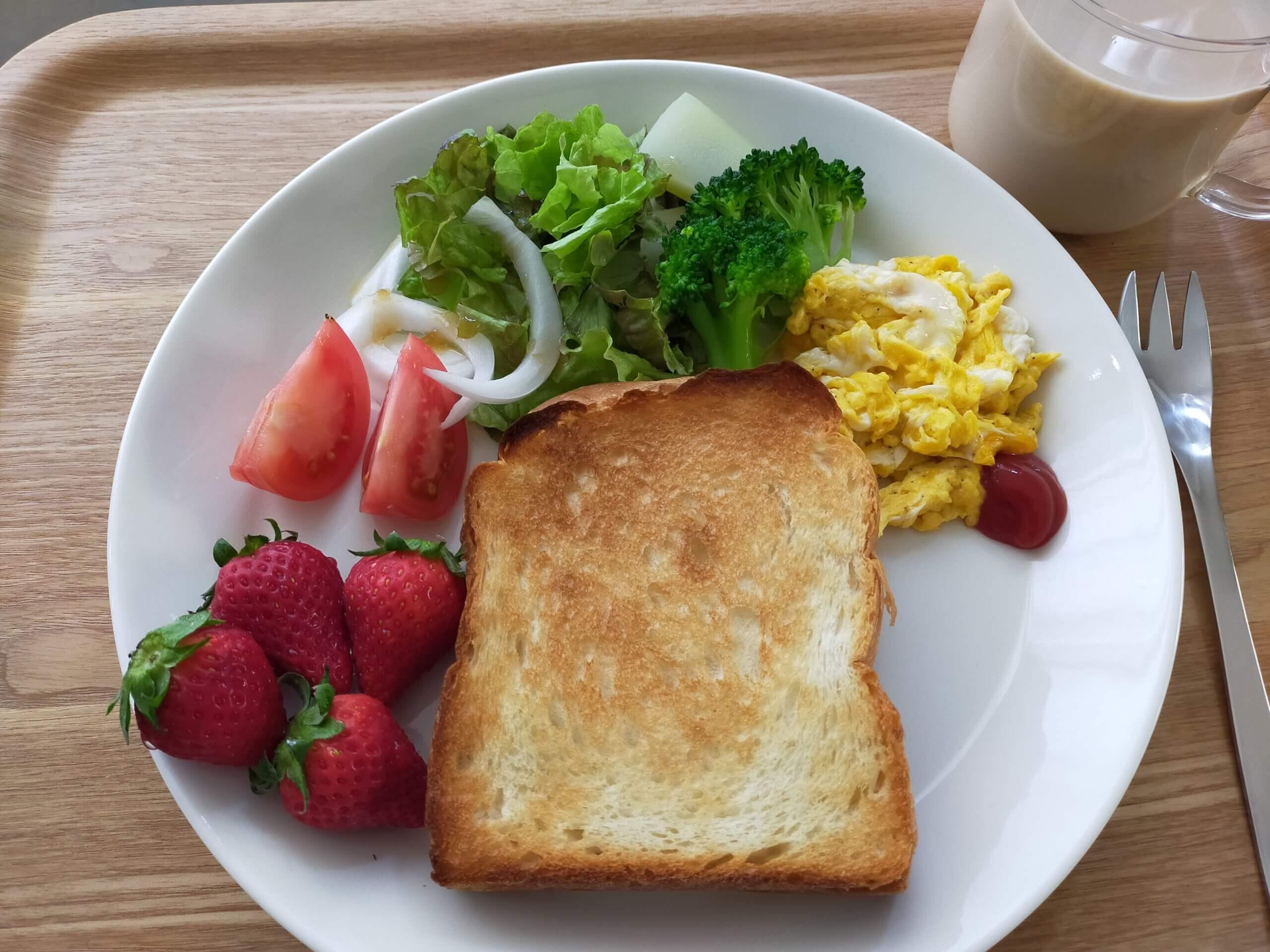 佐賀県産の「いちごさん」/鶏の照り焼き丼