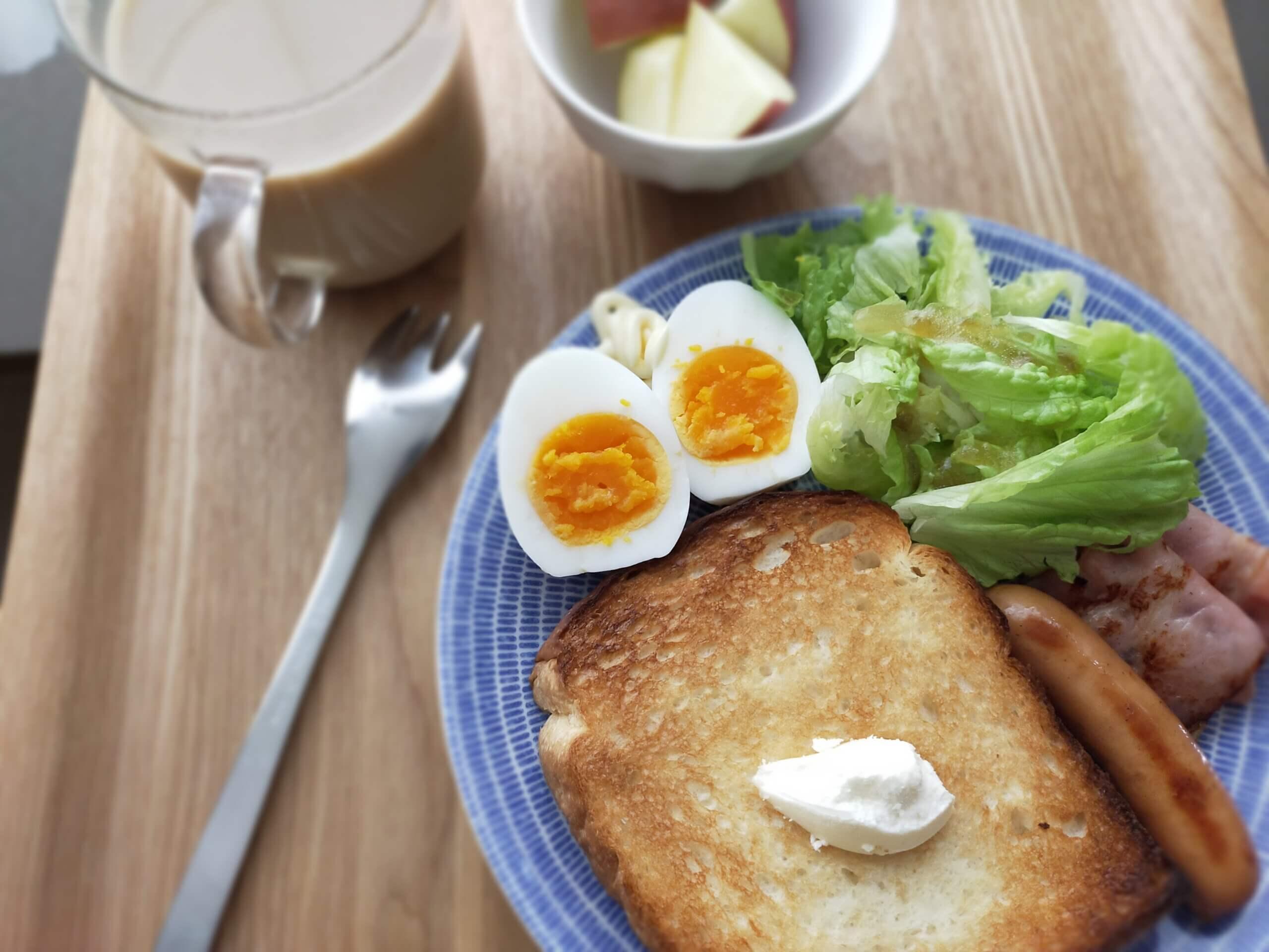 代り映えしないけど、大好きなパンのある朝食/鶏むね肉とニラのみそだれ炒め